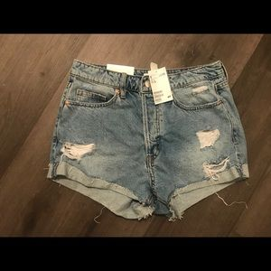 NWT H&M HIGH WAISTED DISTRESSED SHORTS